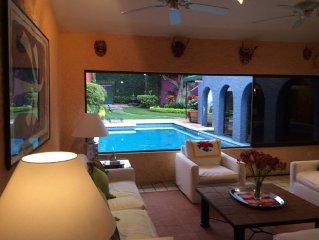 Indoor/Outdoor Living in Beautiful Cuernavaca Neighborhood