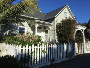 Mendocino Village Home, Walking distance to restaurants, beaches, and shopping