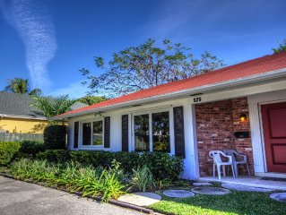 Divine lanai for families, couples & pets just minutes walk from beach and Ave
