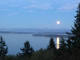 Sea Forever Guest House.Salish Sea & Cascade Views.Dog Friendly.