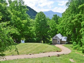 WONDERFUL VIEWS, PRIVATE, EASY ACCESS, PET FRIENDLY,  CENTRAL TO ALL WNC