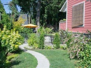Belmont/Hawthorne Eco-Room Urban Retreat