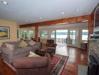 Lakefront, Private Dock, Private Deck, Amazing Views, Pet Friendly, Upscale