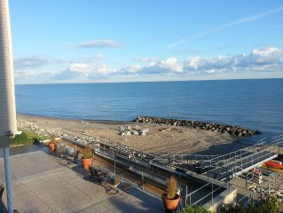 Lakefront Penthouse condo on Lake Erie. 3BR/2BA sleeps 6 Booking now for Fall!!