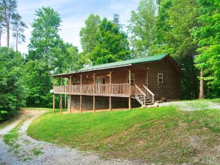 Perfect For Families!Secluded + Game Room Hot Tub & WiFi !!
