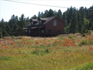 Luxury Spearfish Lodge in the Hills!