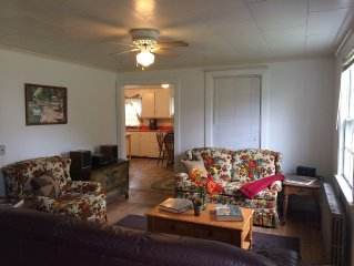 Cottage in front of the park, beach, and, ten minute drive to Portsmouth