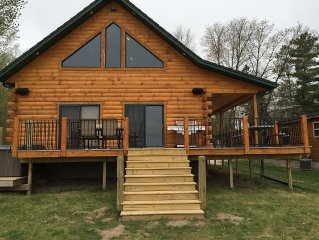 Luxury Waterfront Log Cabin ... Family Memories Abound