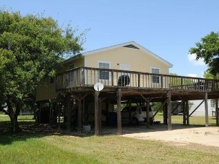 House on stilts, big wrap around deck for great coast breeze and bird watching
