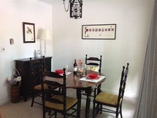 2 Bedroom newly renovated townehouse, beautifully decorated at Garfield House