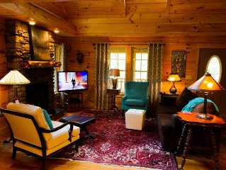 New Romantic Log Home- 10 Minutes to Asheville