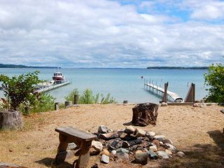 Beachfront Cottage, Spectacular Suttons Bay Views With BBQ, Firepit and Dock!