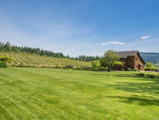 Great House W/ Spectacular Vineyard Views In The Heart Of Oregon's Wine Country!