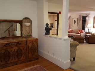 Completely updated, charming, apartment near town, beaches and the Harbor