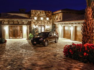 Brand New Luxurious Villa with 4 Master Bed/ Office / Entertain Room Ready!