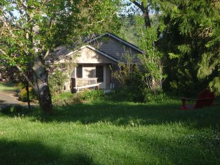 Country Quiet West of Mcminnville. 2 BR Family Friendly House, Sleeps Four +kids