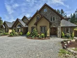 West Coast Warmth and Luxury - Stunning Chateau with Water Views and Hot Tub