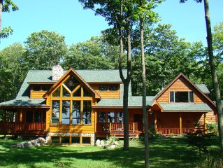 Lakeview Loft - Dream Chaser Retreat - Lake Michigan View, Beautiful Log Home