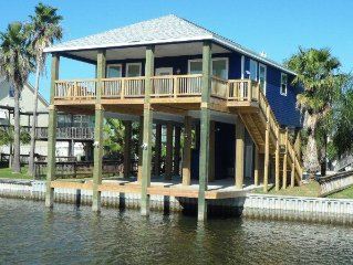 Beautiful Sea Isle 2013 New Construction - Canal & Bay Views - Sleeps 9, Galveston