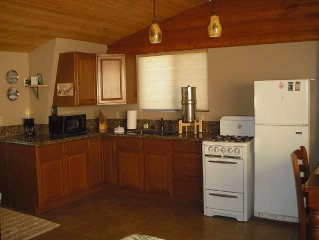 Beautiful 3 bdrm Cabin*7,500 ft elev. UNLIMITED WiFi ,Pine trees/Private