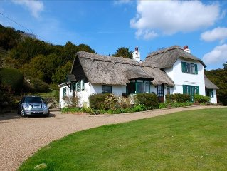 Thatch Cottage Just Outside of London.Indoor Pool. Sleeps 8