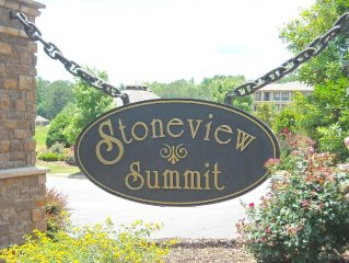 Lakefront Stoneview Summit 3/2 Condo in StillWaters. Sleeps 8. August Special!