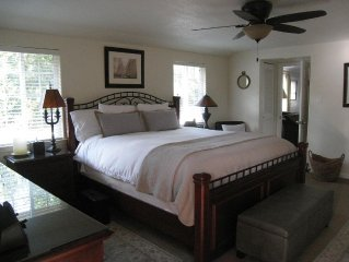 Peaceful and Private Hot Tub, 2.1 miles to Sonoma Plaza, Romantic Getaway for 2