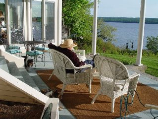 Gorgeous 4 bedroom/3.5 bath Cayuga Lakefront Home Between Ithaca & Aurora