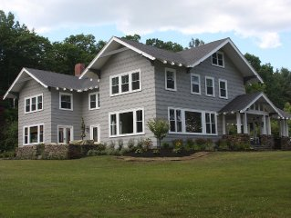 Stay in Newly Renovated Spacious 6BR on Lake Winnisquam.