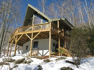 High Country Heaven-Charming Chalet/Close to Hawksnest Zipline & Snowtubing