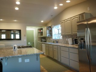 Quiet Cul-De-Sac, Large Deck, Private Yard, BBQ, Minutes To Courthouse Square