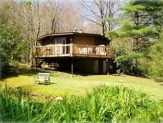 Cozy cottage !! with Hot/tub and newly remodeled