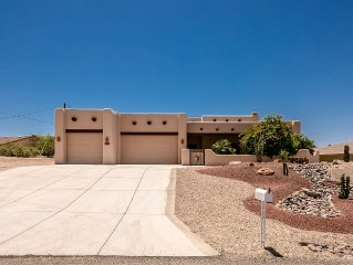 Santa Fe Pool Home w/Lake Views. Lots of Boat Parking. Close to Windsor Launch.