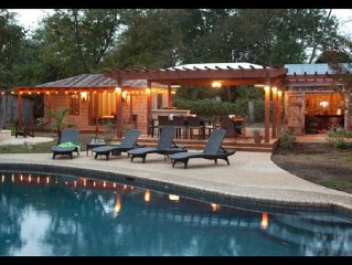 Newly renovated home, Amazing outdoor space! Perfect for events, sleeps up 8-10