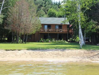 Relaxing lakefront retreat for up to 16 people!