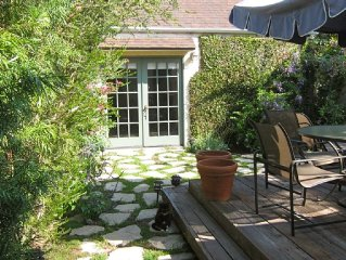 Charming secluded Cozy Guesthouse in Garden-Centrally located