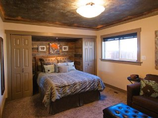 Small Luxury Apartment With Private Entrance And Hot Tub In Heart Of Wenatchee