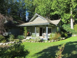 Luxury Cottage for Two; set amoung cedars and hemlocks on six stunning acres.
