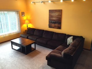 Secluded Pocono Paradise , hot tub, 3D TV w. cable 60M Wifi,  Central AC