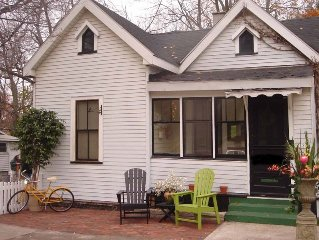 Beautiful downtown cottage only 1 1/2  blocks to downtown and boardwalk