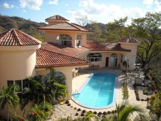 A Beautiful, Accessible House With A 50' Lap Pool