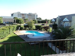 Spacious Condo With Pool, Across From Resort, Walking Distance To Lake