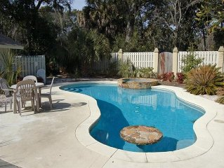 4BR/3BA - Walk to Beach - 5th Row - Huge Pool/Hot Tub Outside