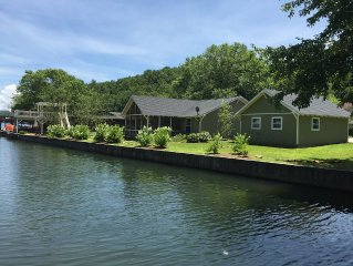 Adorable cottage on Lake Burton is sure to please everone in your family!!