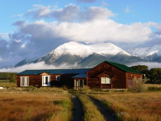 L.B.H. - Sleeps 6, 2-car Garage, 6 miles from the Colorado Trail