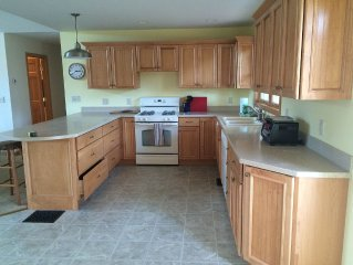 Perfect Family Home For Your Vacation! Mountian View, Decks, Minutes To Ski/Hike