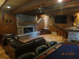 Close to downtown, family/pet friendly, mountain views, tv/game room