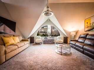 3rd night free!** PENTHOUSE D-town, Sleeps 4-10, 2 Blks Fr Lucas, 2BR, 2 Bath