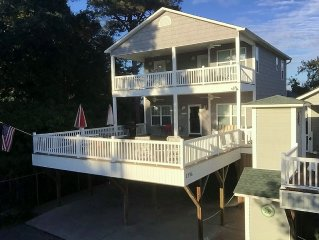 Beautiful 4 Bedroom House - Walk to the Beach -Wi-Fi