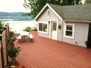 Amazing Cottage! Beach, hot tub, romantic! 180 degree views!